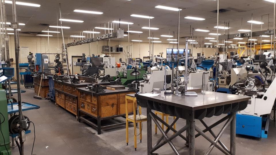 Salle de Fabrication mécanique au Pavillon des techniques industrielles au Centre de formation 24-Juin