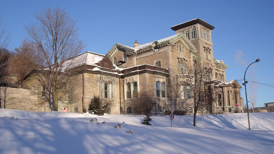 L'Institut Allan Memorial en hiver.