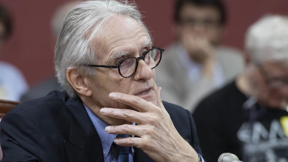 Gérard Bouchard témoigne devant une commission parlementaire sur le projet de loi 21.