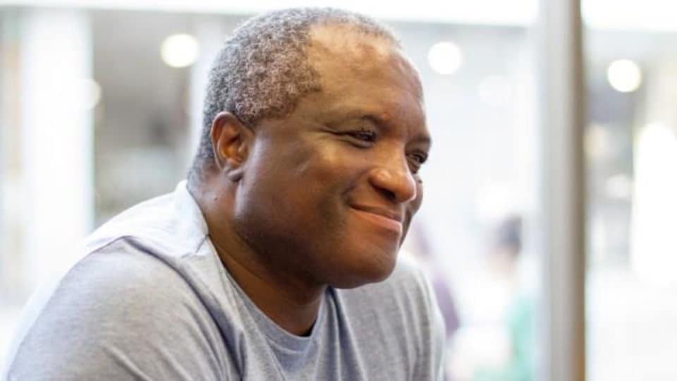 Le journaliste et auteur Serge Bilé