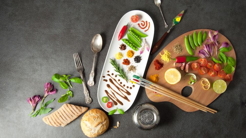 De la nourriture sur une palette d'artiste pour faire un tableau