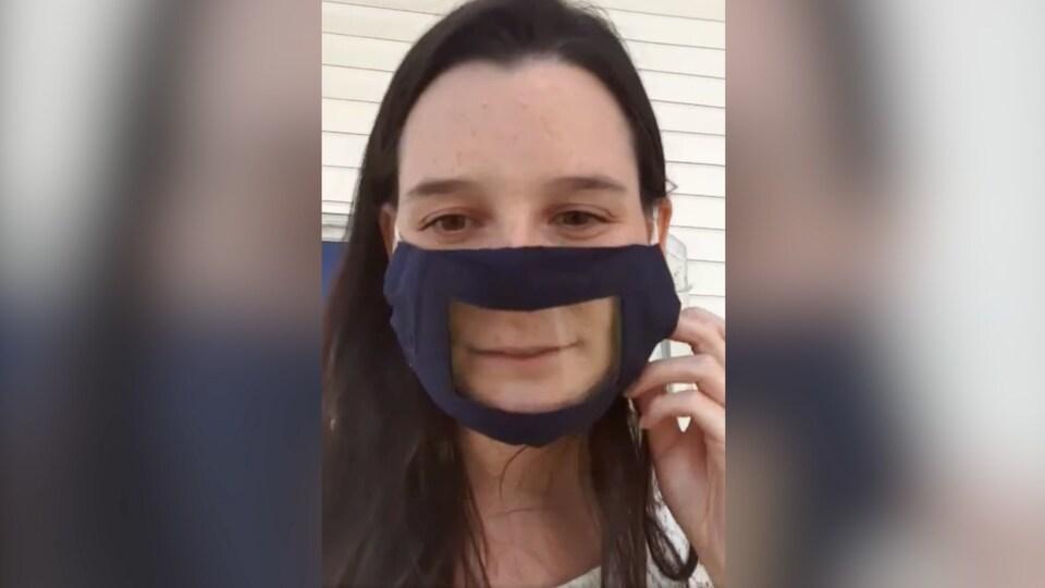 Rosalie Taillefer-Simard porte un masque.