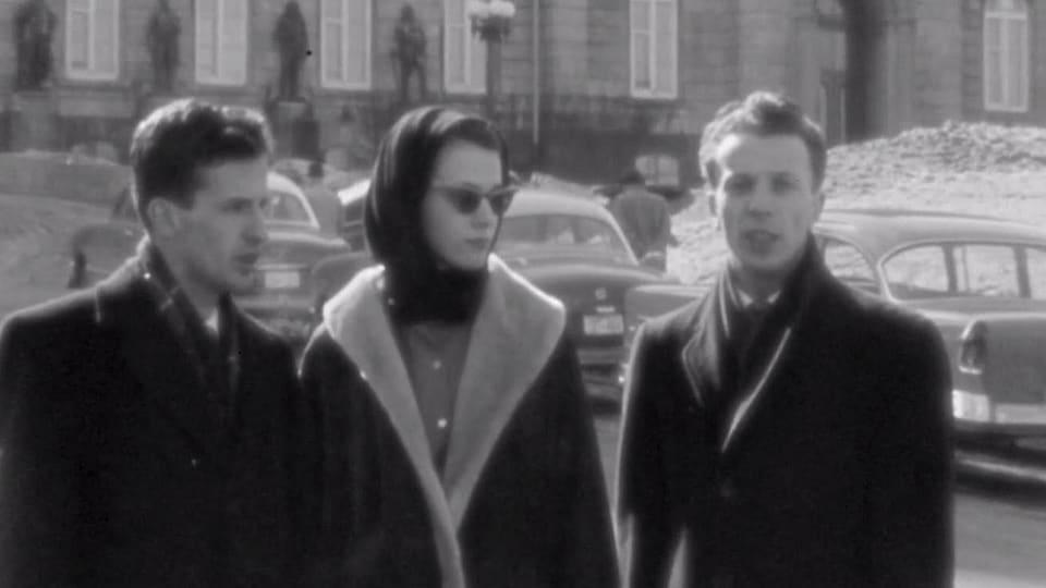 Les étudiants Benoît Meloche, Francine Laurendeau et Jean-Pierre Goyer devant l'Assemblée nationale du Québec, en mars 1958