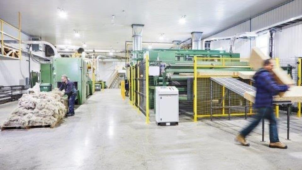 Des employés de l'usine nature fibres d'Asbestos au travail