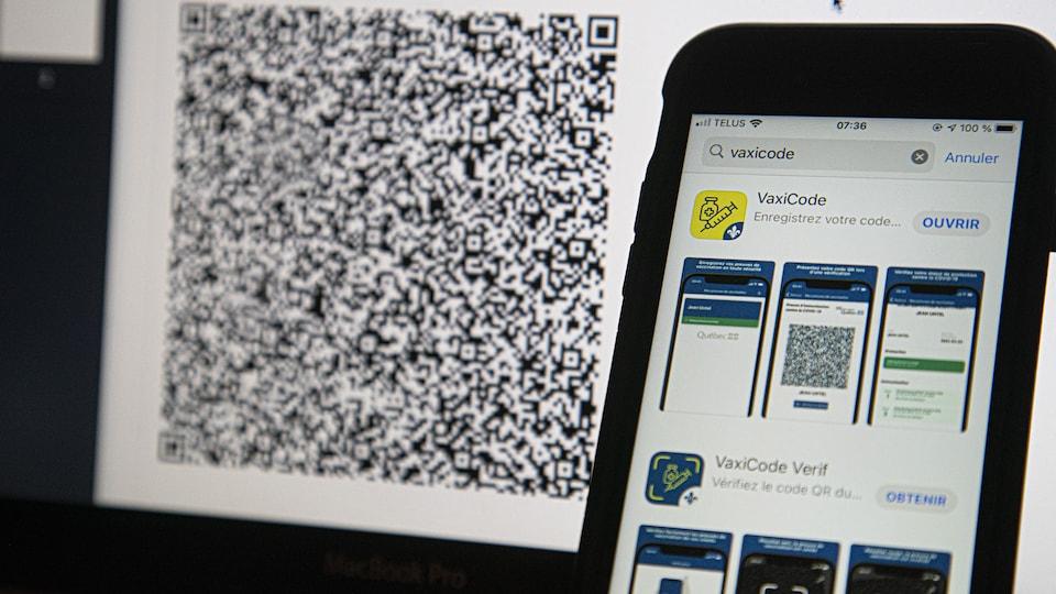 Un iPhone montre les deux applications à télécharger, avec en arrière plan un code QR.