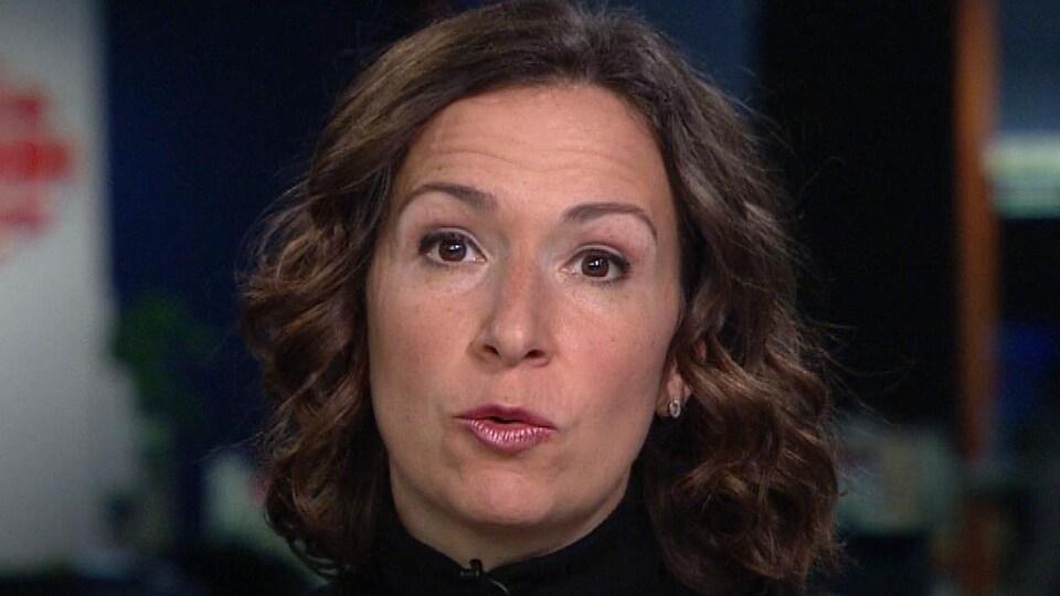 Véronique Proulx en entrevue sur le plateau du Téléjournal Montréal.