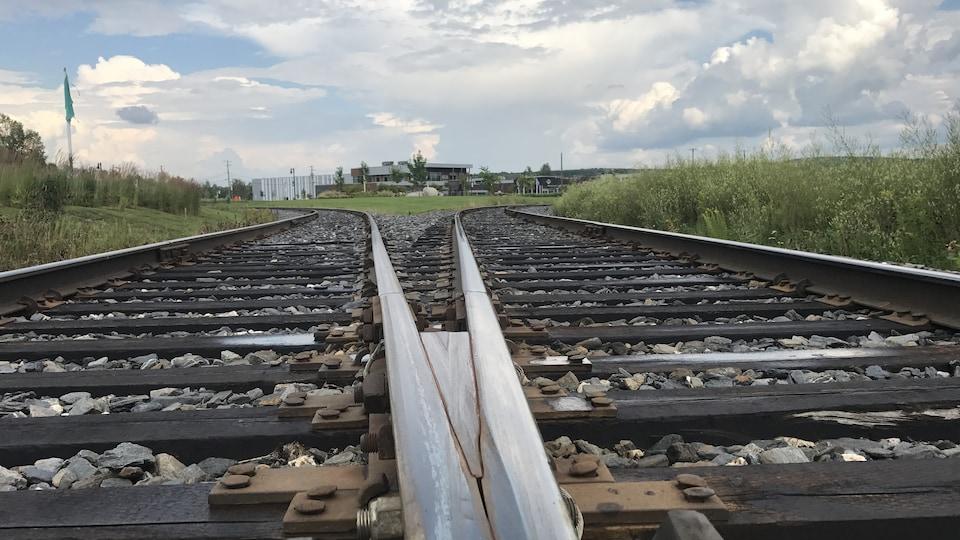 Une partie de la voie ferrée, à Lac-Mégantic, qui se sépare en deux.