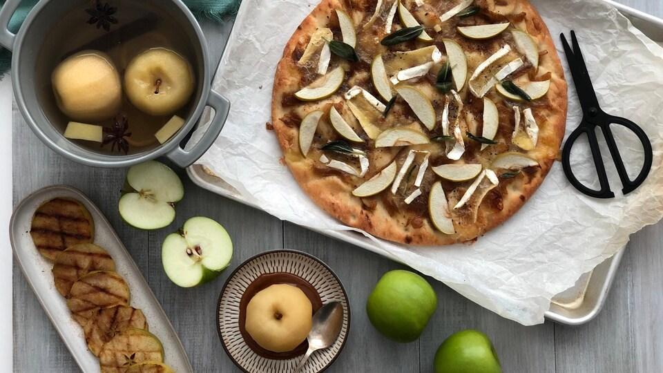 Des pommes grillées, un plat de pommes pochées et une pizza aux pommes.
