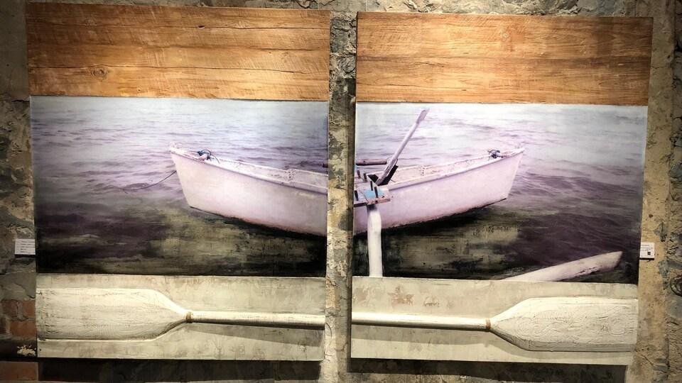 Une oeuvre d'Amélie Desjardins : une chaloupe et une rame.