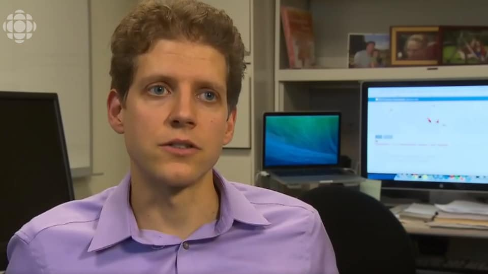 Clark Freifeld, cofondateur de l'outil Health Map dans son bureau à Boston