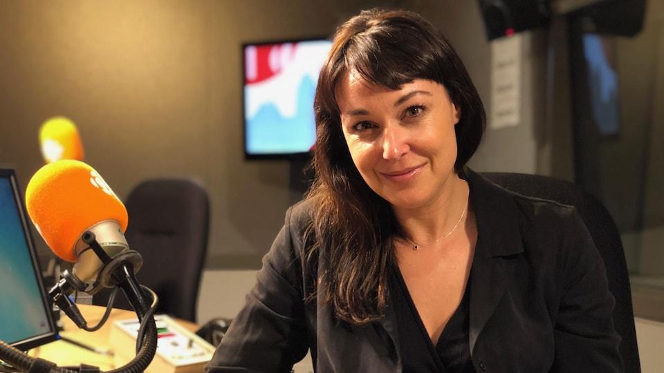 L'autrice et chroniqueuse Claudia Larochelle.