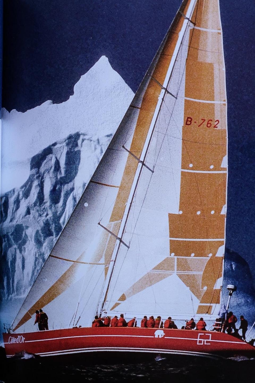 Le bateau Cote d'Or, avec, à son bord, le navigateur Éric Tabarly et l'animateur Joël Le Bigot, entre autres.