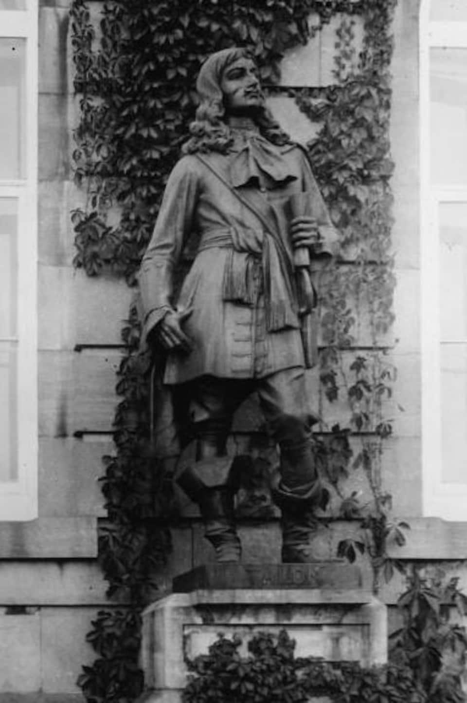 Statue de Jean Talon devant le Parlement de Québec.