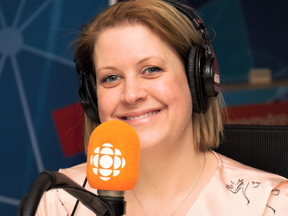 Sandra Gauthier during an interview in a Radio-Canada studio.