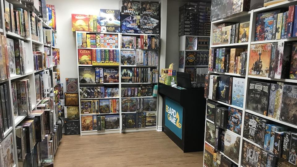 L'intérieur du détaillant de jeux de société BoardGame2Go, sur la rue Queen ouest à Toronto.
