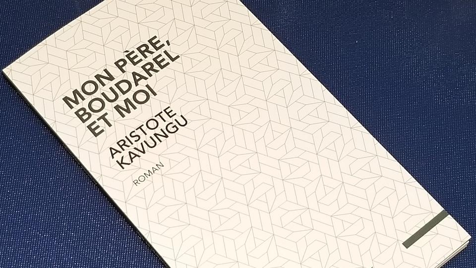"""Couverture du roman d'Aristote Kavungu """"Mon père, Boudarel et moi"""", paru aux éditions L'interligne dans la collection Vertiges"""