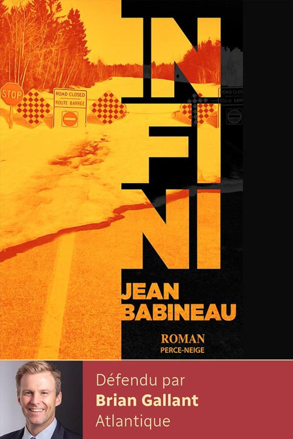 Couverture du livre Infini dans des tons orangés.