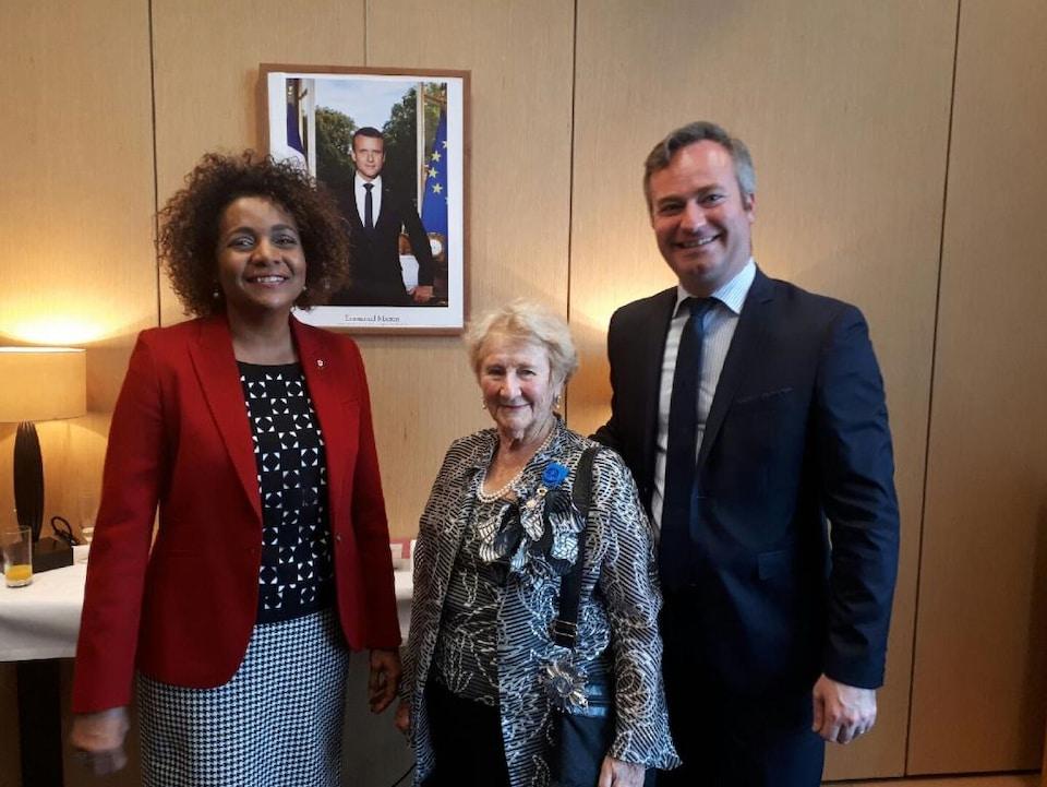 La secrétaire générale de l'Organisation internationale de la Francophonie, Michaëlle Jean, l'auteure Antonine Maillet et le secrétaire d'État Jean-Baptiste Lemoyne.