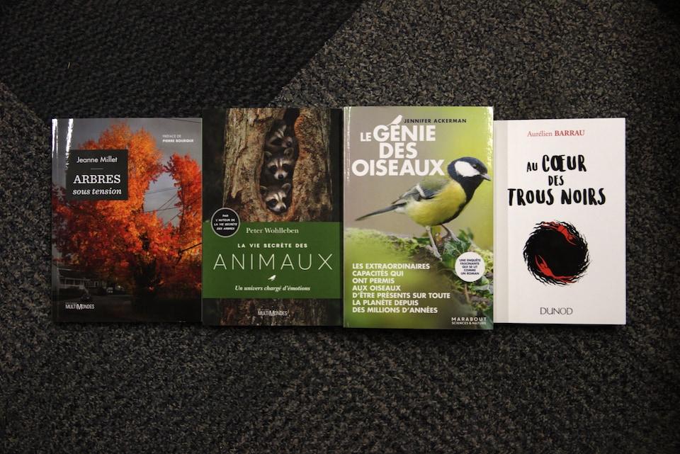Quatre couvertures de livre alignées.
