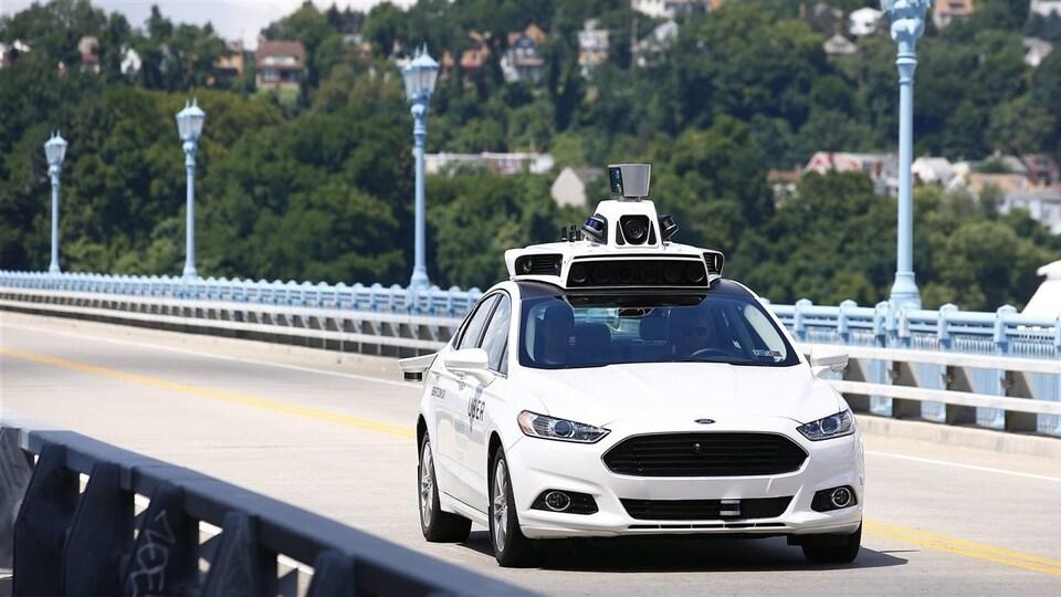 Une voiture autonome est testée dans les rues de la ville de Pittsburgh, aux États-Unis.