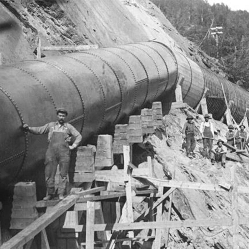 Photo d'archive du moulin à papier sur la rivière Madeleine à Sainte-Madeleine-de-la-Rivière-Madeleine en Gaspésie