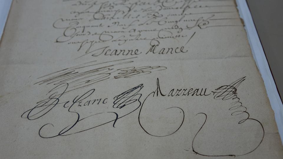 Manuscrit ancien montrant la signature de Jeanne Mance, qui ressemble à un gribouillis.