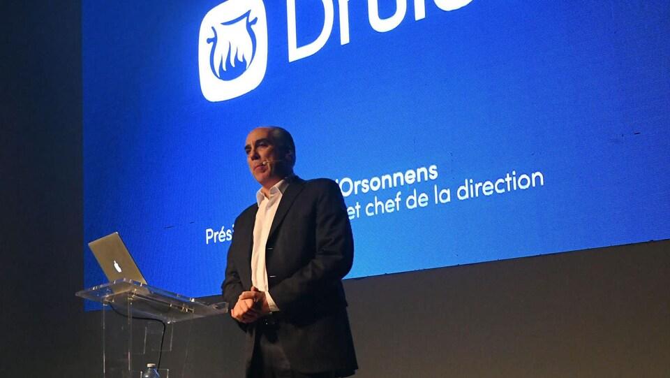 Le co-fondateur de Druide Informatique, André d'Orsonnens, sur une estrade lors du lancement d'Antidote 10 en novembre 2018.