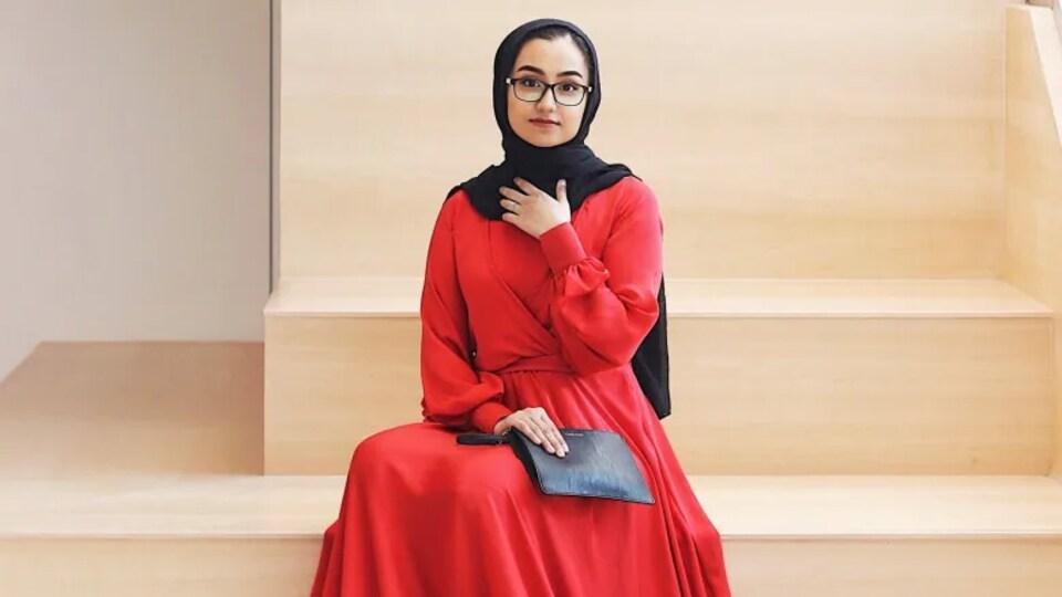 Aysha Yaqoob assise.
