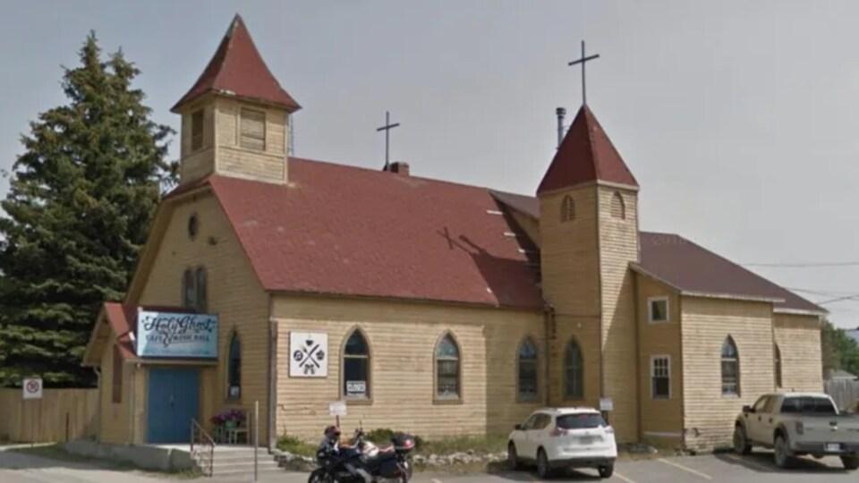 L'église, vue de l'extérieur.