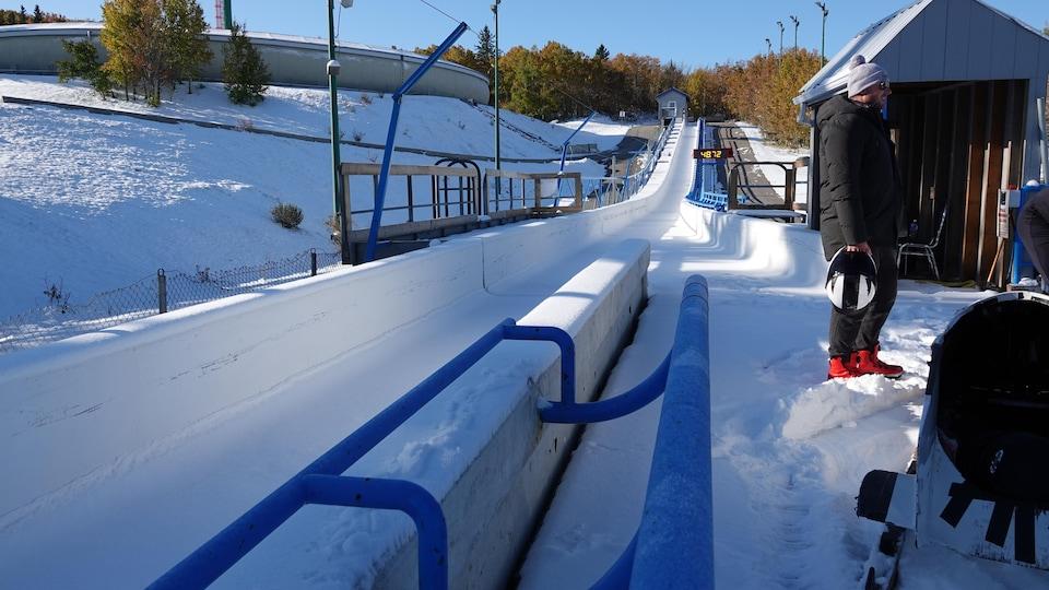 Une piste de bobsleigh.