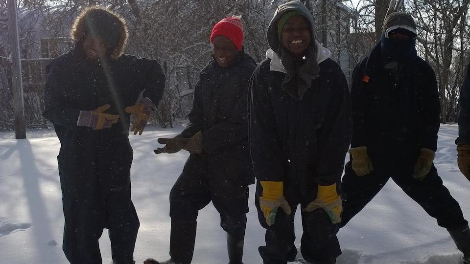 Les quatre frères dans la neige.