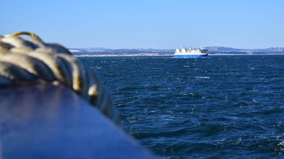 Le bateau F.-A.-Gauthier au large de Matane.