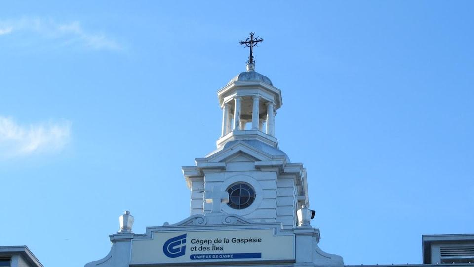 Clocher du campus de Gaspé.