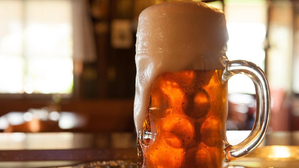 Un verre de bière.