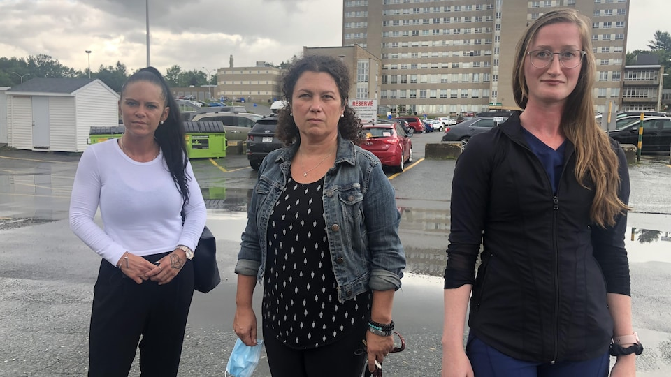 Les trois infirmières qui ont dénoncé la situation.