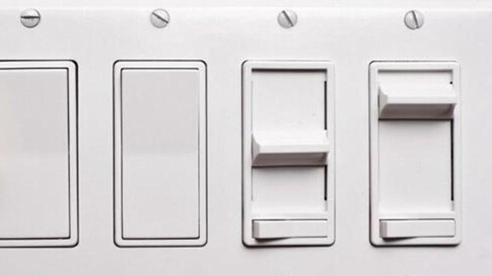 Des interrupteurs électriques.