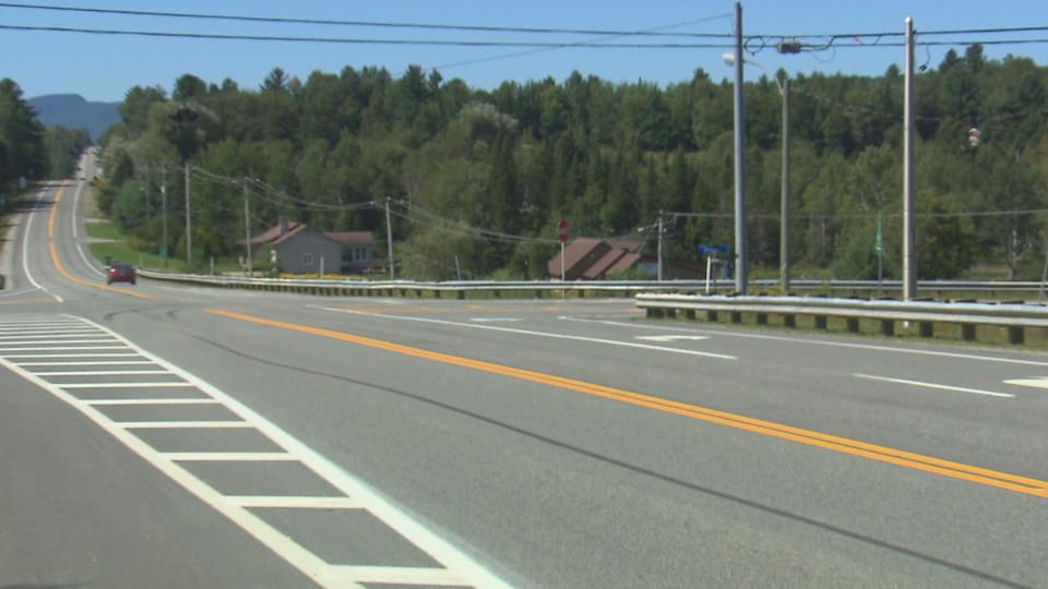 L'intersection problématique, à l'angle des routes 220 et 249.