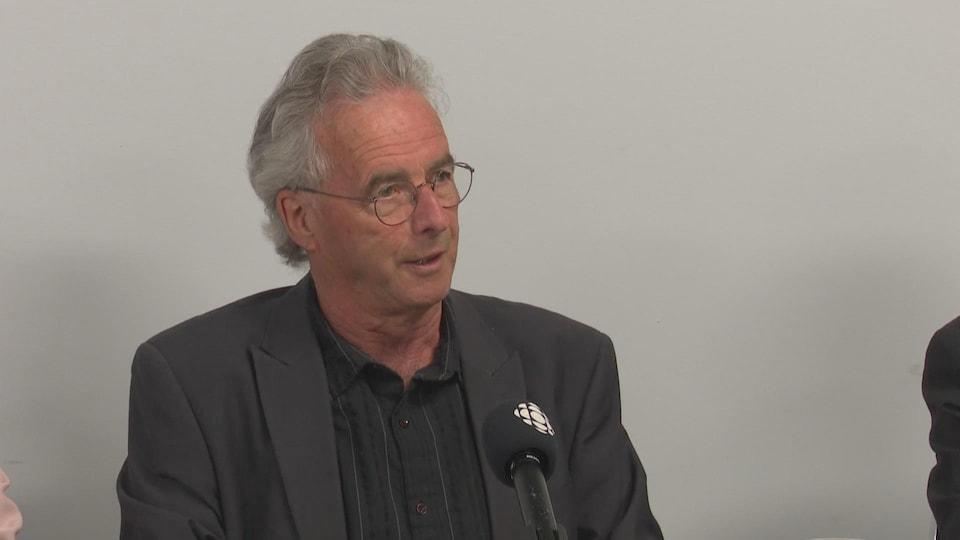Le vice-président de la Coopérative des Arcadiens, Jean-Paul Savoie, lors d'une conférence de presse le 14 mai à Kedgwick, N.-B.