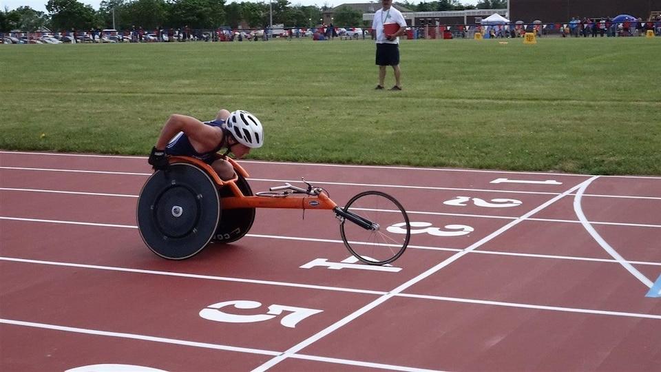 Jacob LeBlanc à la case départ d'une course en fauteuil roulant.