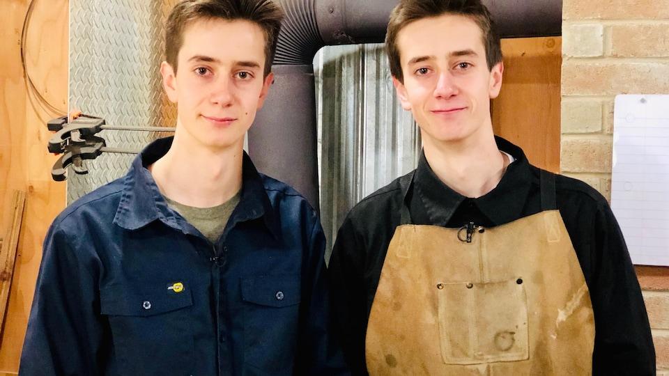 Portrait des frères jumeaux Sacha et Joel Tremblay
