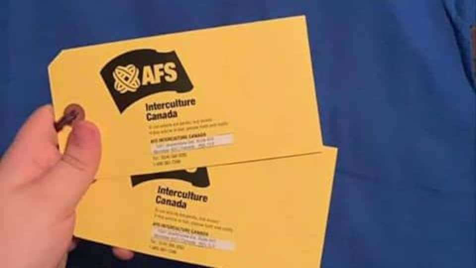 2 cartons jaunes d'AFS Canada