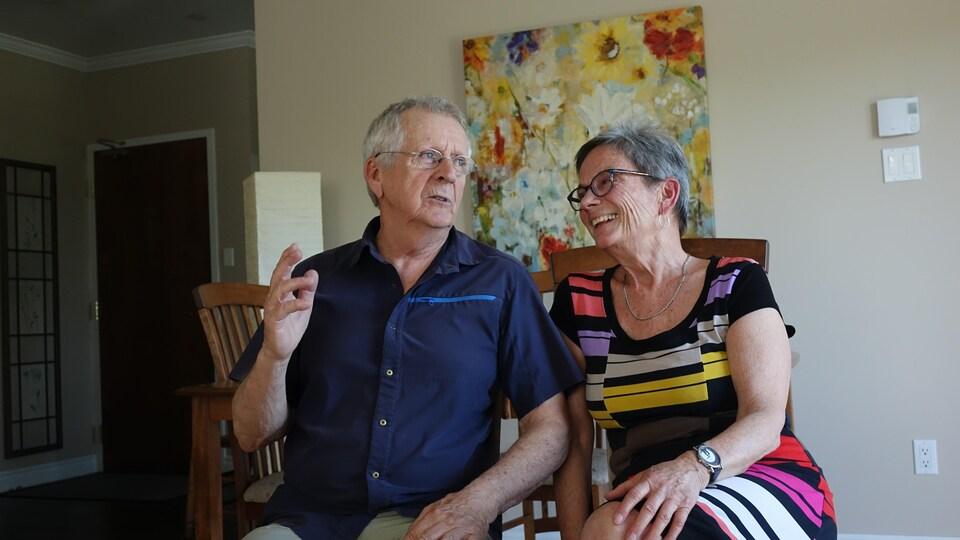 Marcel Letarte et Suzanne Demers dans leur salon.