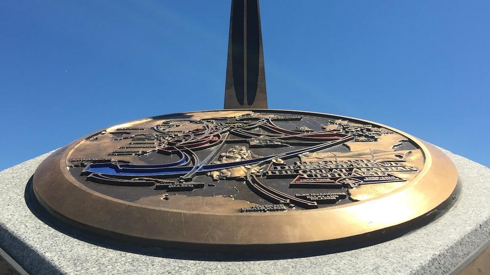 Des monuments de l'Odyssée acadienne comme celui-ci, à Dieppe, N.-B., sont érigés à travers le monde pour commémorer le Grand Dérangement, en 1755.
