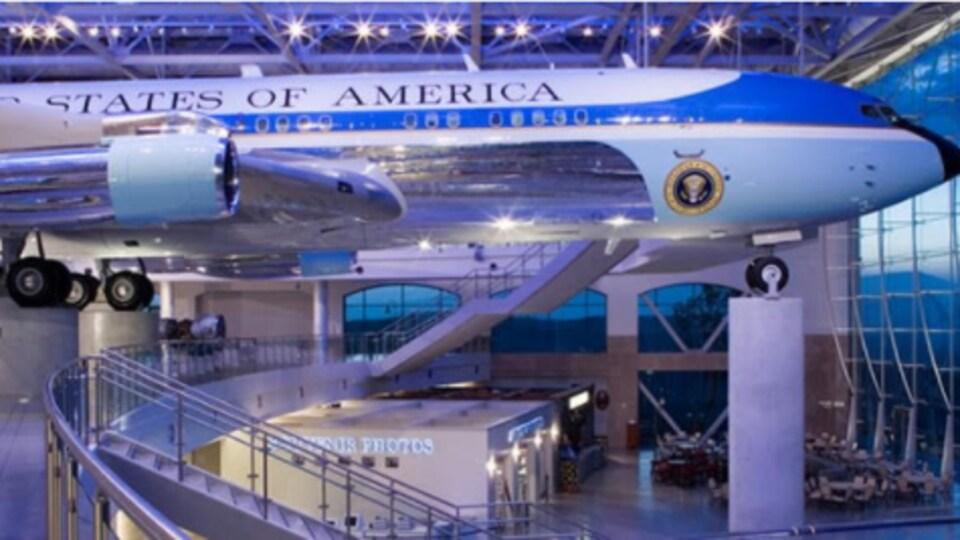 L'avion Air Force One est exposé au Musée Ronald Reagan, à Simi Valley, en Californie.