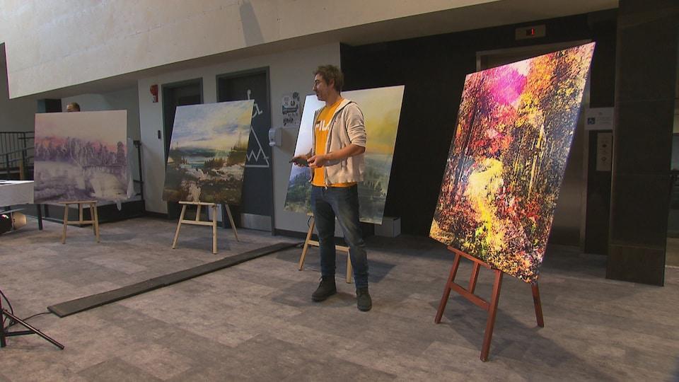 Étienne Saint-Amant présente quatre tableaux.