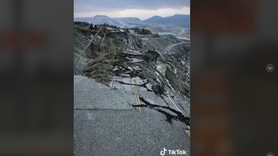 La portion effondrée de la route 112.