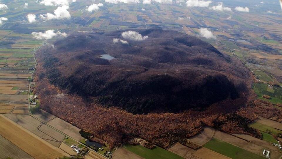 Le mont Yamaska à l'automne.