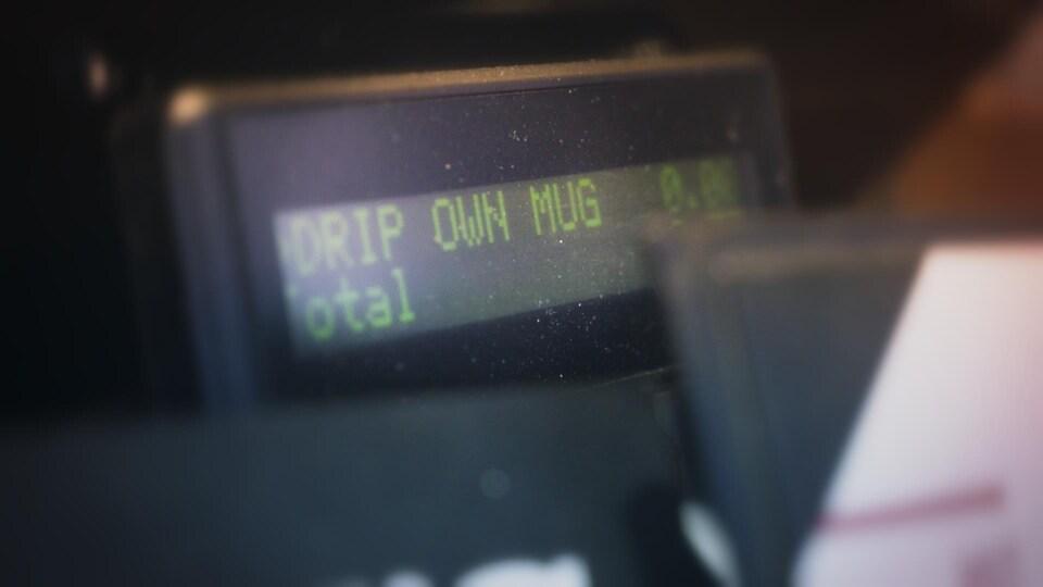 """Caisse enregistreuse où il est écrit """"Own Mug""""."""