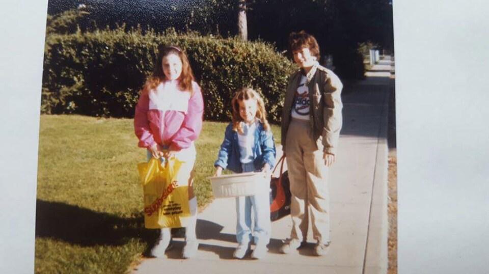Rachel, Elyse et Charles Duperreault lors de la rentrée scolaire de 1985.