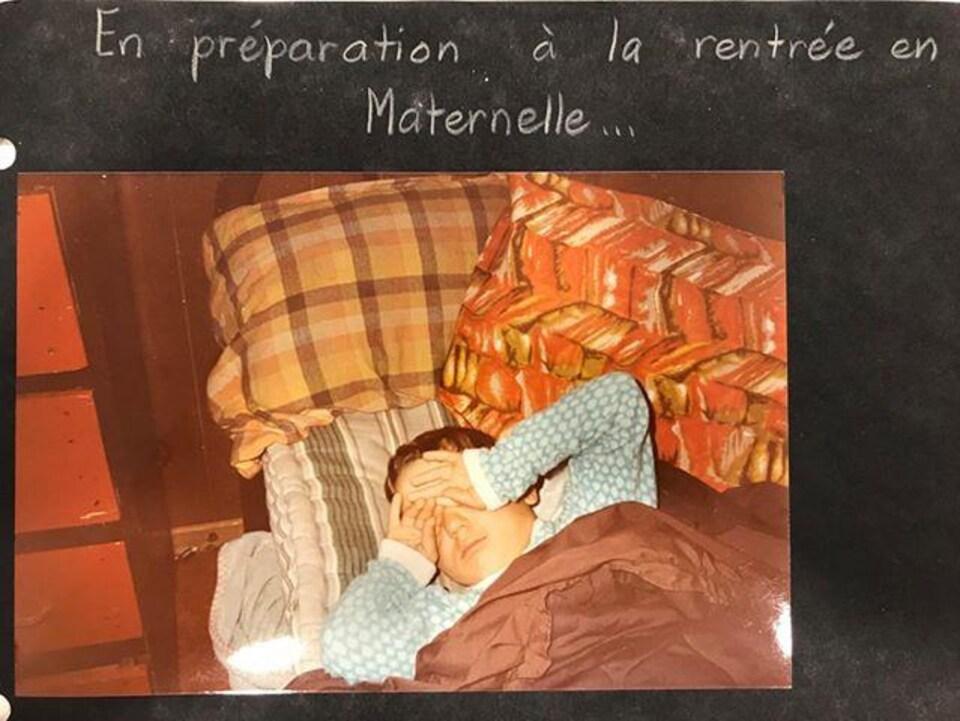 Paul Gareau, dans son lit à Bellevue, le jour de la rentrée en maternelle en 1982.